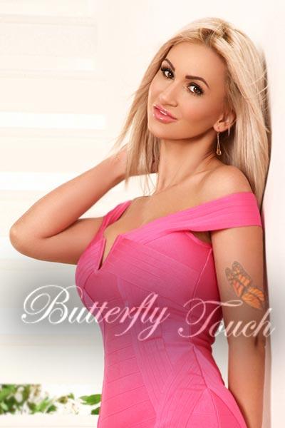 izabella-hot-busty-london-escort-1