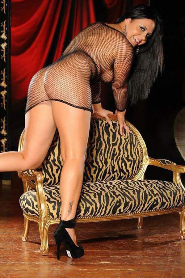 rebeka-erotic-sensual-massage-london-3